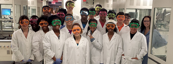 Students working in the chemistry lab 2014